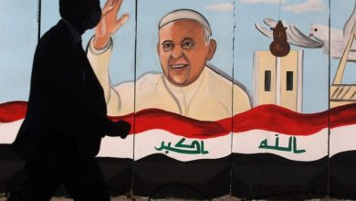 """صورة العراق ينتظر البابا: دعوة """"الأخوّة"""" مقابل سياسة الاستقواء"""