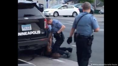"""صورة مجددا.. ضابط شرطة أمريكي يقتل شابا """"أسود"""" في مكان حادث جورج فلويد"""