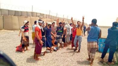 صورة التهديد بالاغتصاب وسيلة مليشيا الإمارات لانتزاع اعتراف 21 مختطفاً من أبناء تعز