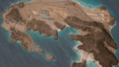 صورة قاعدة جوية غامضة تُبنى على جزيرة بركانية قبالة اليمن