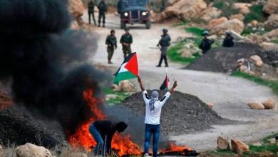صورة شُهداء وجرحى بالعشَرات.. لماذا ستكون الانتِفاضة الحاليّة التي تسود الضفّة الغربيّة حاليًّا مُختلفةً عن سابقتيها؟ وهل يستطيع نِتنياهو الحرب على ثلاث جبَهات فِلسطينيّة في الوقتِ نفسه؟