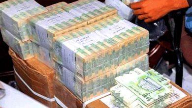 صورة حرب اقتصادية عالمية على الشعب اليمني.. ضخ عملات غير قانونية للاسواق والايردات بالدولار تنهب وتورد بفضل مرتزقة الداخل لبنوك السعودية وتركيا