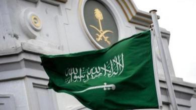 صورة السعودية واثنين حرامي