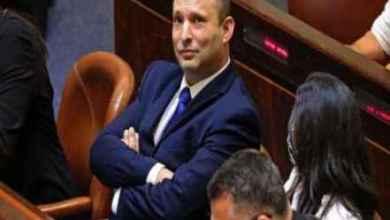 """صورة بأوامر من إدارة بايدن.. رئيس الحكومة الإسرائيلية يُجمد بشكل مفاجئ البناء الاستيطاني في الضفة وصحيفة عبرية تعتبره """"استسلام"""""""