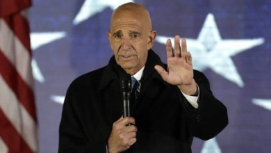 صورة القبض على مساعد الرئيس الأمريكي السابق بتهمة العمالة للإمارات