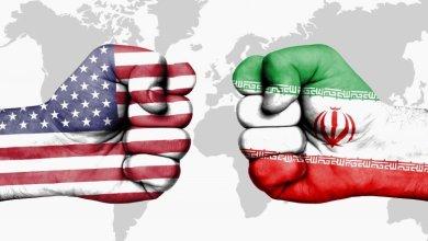 صورة مقارنة بسيطة بين تسليم السلطة في ايران وامريكا ….