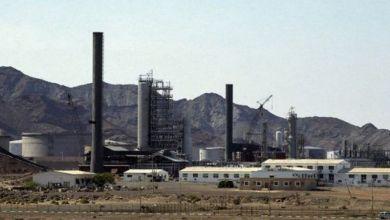 صورة لصوص تحالف العدوان يسرقون النفط اليمني