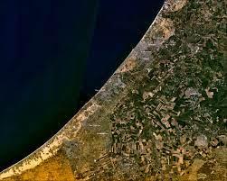صورة لماذا لا نُطالب بتوسيع مساحة قطاع غزة؟