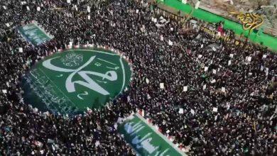 صورة أبناء اليمن احتشدوا حول رسول الله  ورأس الشيطان يحشدون العالم على أبناء اليمن