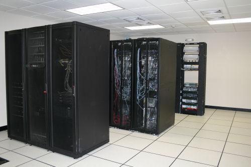 Membangun Ruang Server Server Room  Husein Alatas