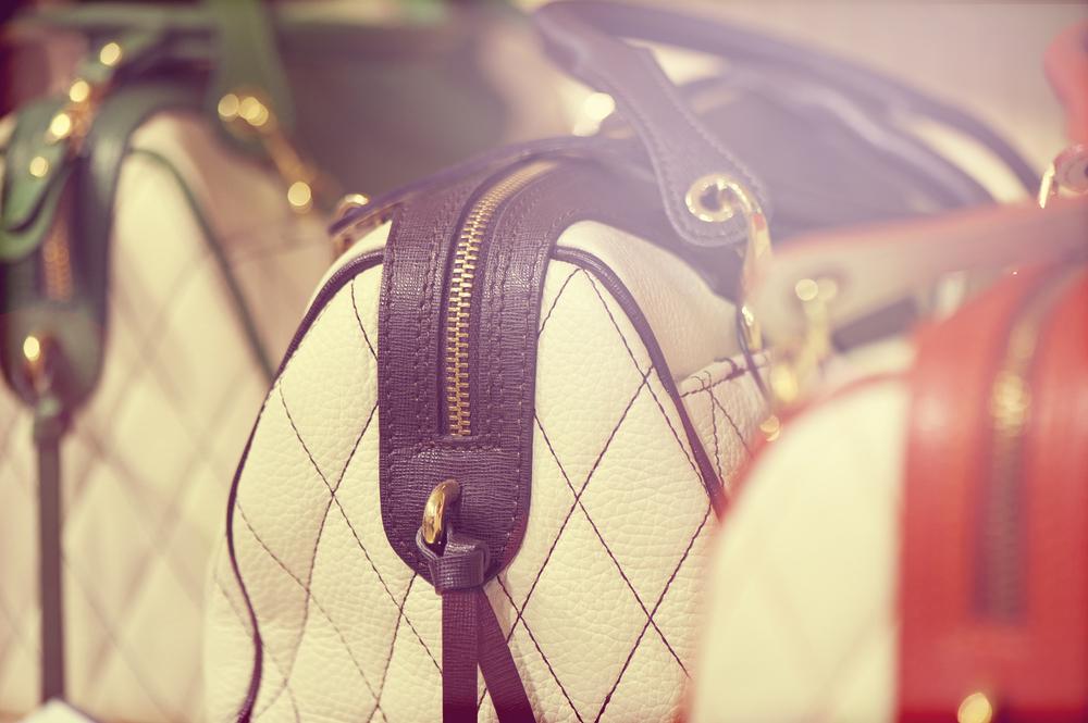 La douane peut-elle automatiquement saisir des marchandises contrefaites ?