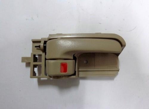 DOOR HANDLE INNER RIGHT HAND T/INNOVA BROWN