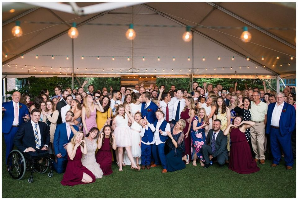 large group photo at dock 580 wedding