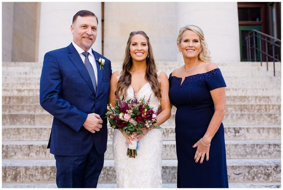 bride and her parents outside ohio statehouse