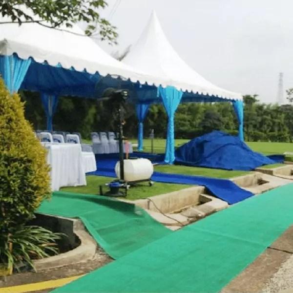 Tenda dalam prosesi pemakaman di Al Azhar Memorial Garden Karawang