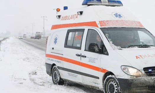 ambulanta, zapada, accident, iarna