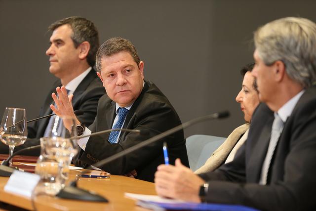 VÍDEO | García-Page alerta sobre el ex alto cargo de Cospedal que ahora dirige el Servicio Andaluz de Salud