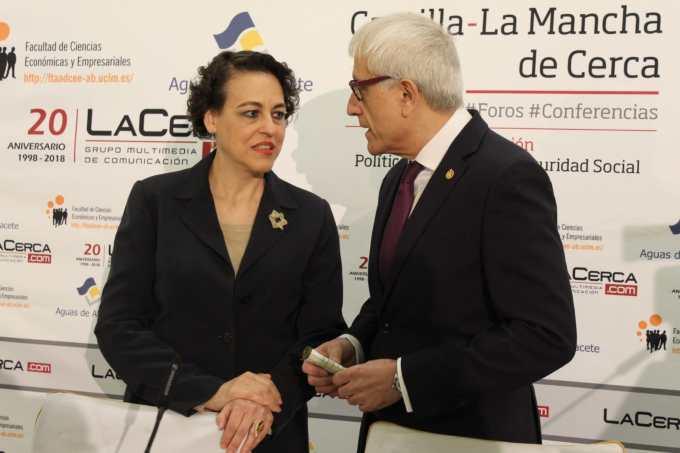 """La ministra de Trabajo apuesta por una migración """"ordenada y segura"""" para frenar """"la tendencia a la xenofobia"""""""