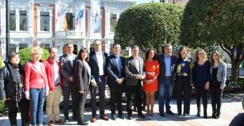 """El PSOE registra las candidaturas al Congreso y Senado por Albacete: """"Nos dejaremos la piel por el progreso porque no vale la involución"""""""