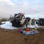 Bomberos del SEPEI actúan en el accidente de un camión que transportaba gasolina y gasoil en el km 52 de la A-31