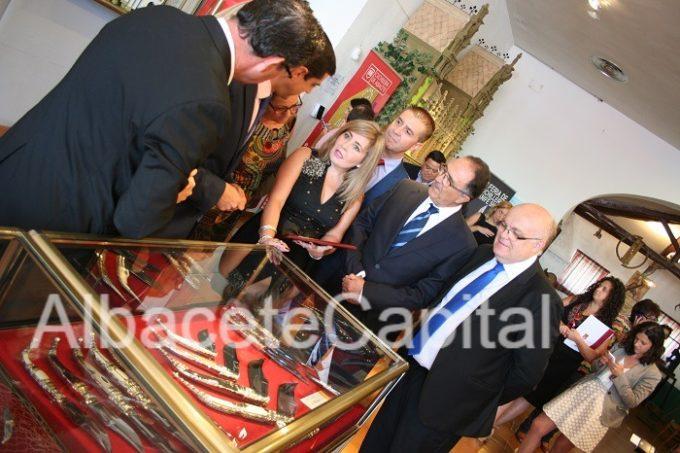 Familiares de José Giraldo Losa con los representantes políticos.