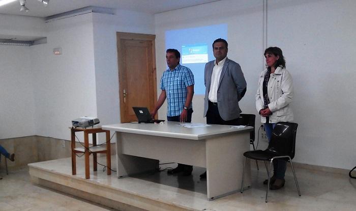 La junta traslada a los regantes las dificultades del for Oficina comarcal agraria