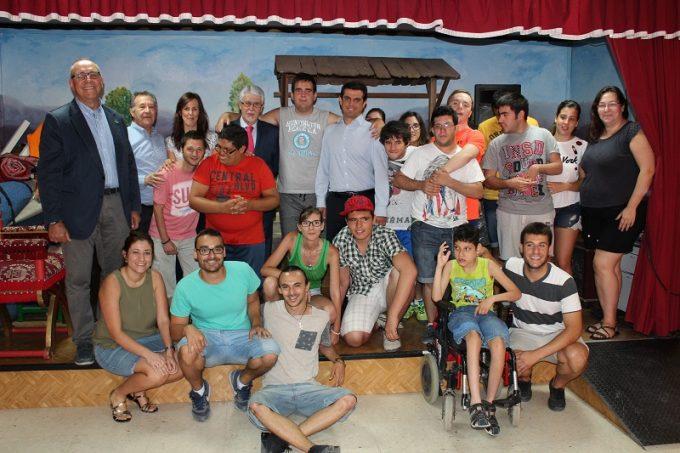 Foto. Javier Cuenca señala que la sensibilidad con las personas con discapacidad está a la cabeza de las prioridades del Ayuntamiento de Albacete. 060716 (2)