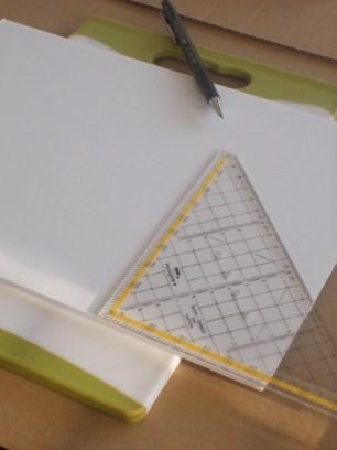 Anzeichnen (5x5 cm) auf der Hartschaumplatte