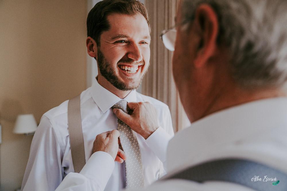 preparativos corbata novio
