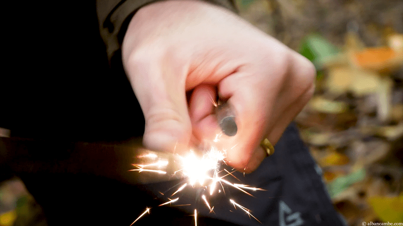 Utiliser un firesteel avec un couteau sans risques