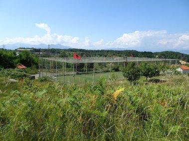 Le petit stade de Puka.