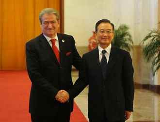 Chinese Premier Wen Jiabao and his Albanian counterpart Sali Berisha in the Great Hall of the People during the afternoon (ChinaDaily.com.cn)