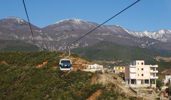 In Tirana sammelt sich das Kapital – die Stadt breitet sich ins Umland aus