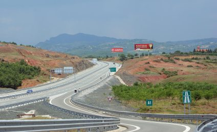 Überall neue Strassen: Autobahn in Nordalbanien bei Rrëshen