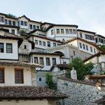 Berat –»Stadt der Tausend Fenster« – UNESCO-Welterbe in Albanien