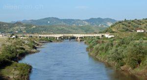 Shkumbin bei Rrogozhina, Mittelalbanien