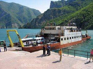 Fähre in Koman, Albanien