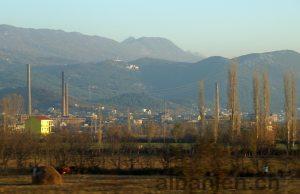 Kloster und alte Fabrik bei Laç, Albanien