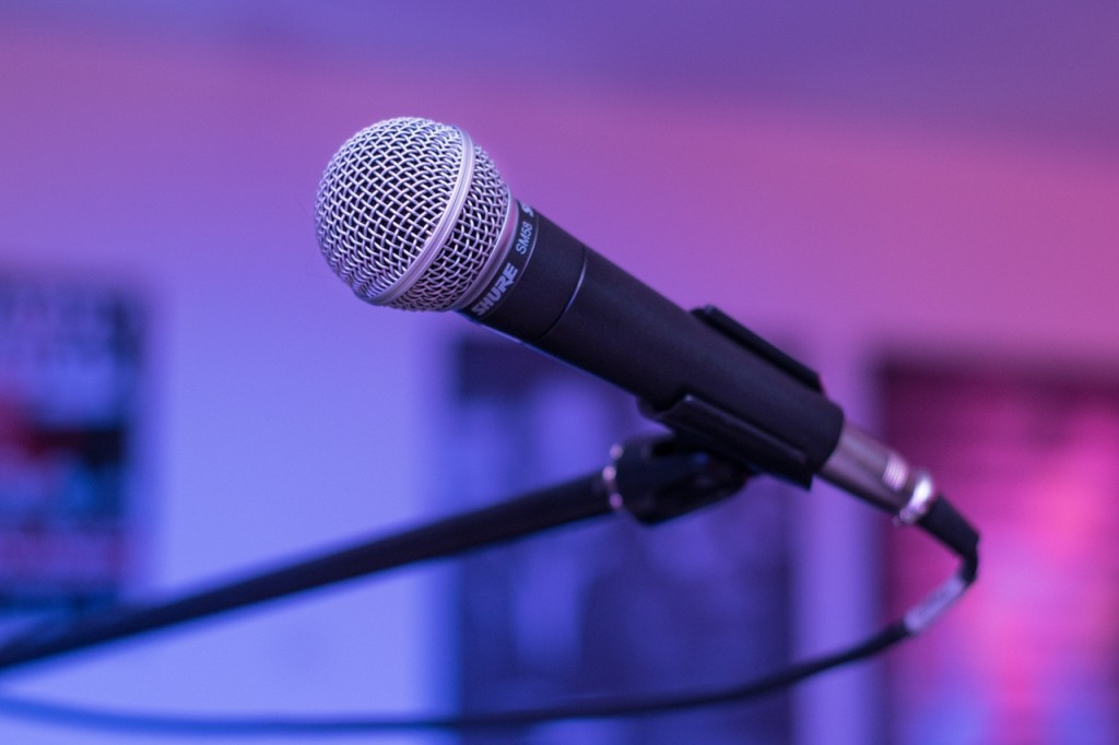 microphone-1159791_1280