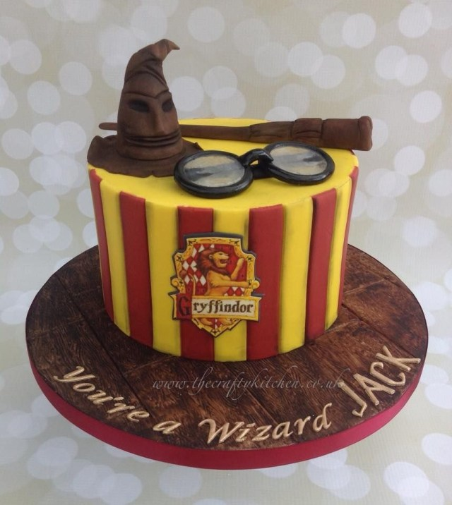 Harry Potter Birthday Cake The Crafty Kitchen Sarah Garland Harry Potter Cakes Pinterest