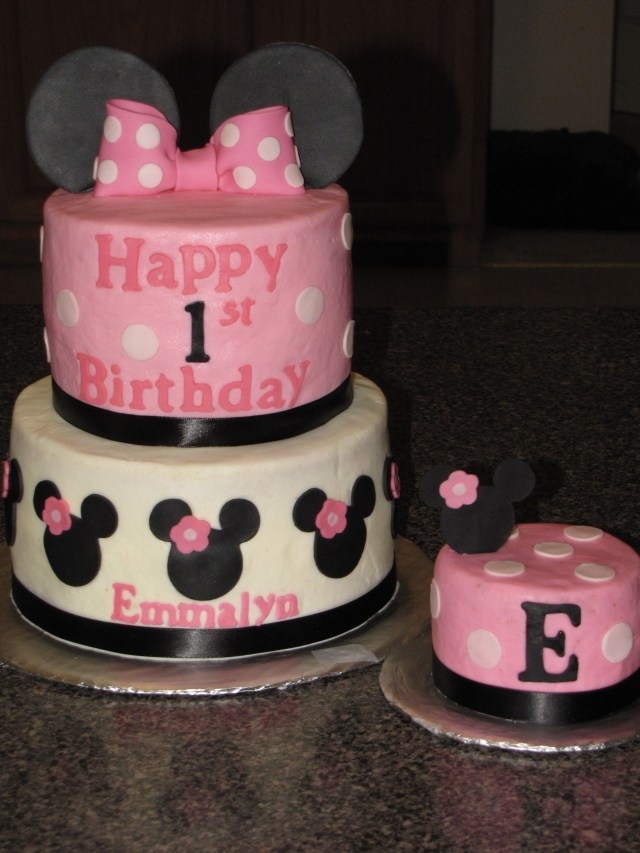 Minnie Mouse 1St Birthday Cake Minnie Mouse First Birthday Cake Cricut Iced In Butercream With