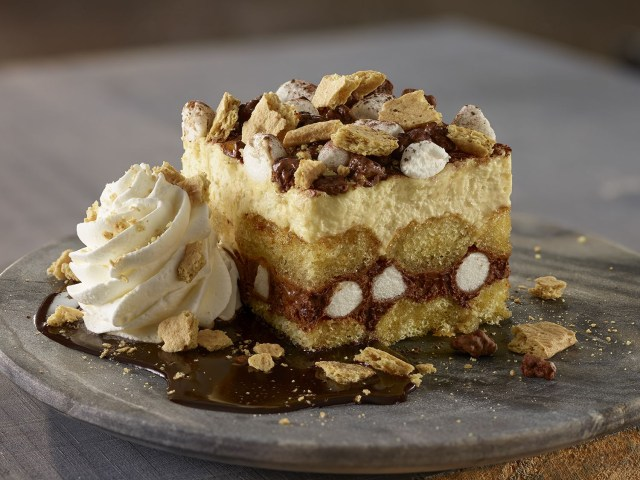 Olive Garden Birthday Cake Olive Garden Added A Smores Cake To The Summer Menu And It Looks So