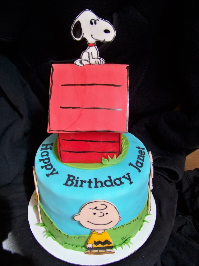 Peanuts Birthday Cake Peanuts Gang Birthday Cake Snoopys House Is Rkt Covered In