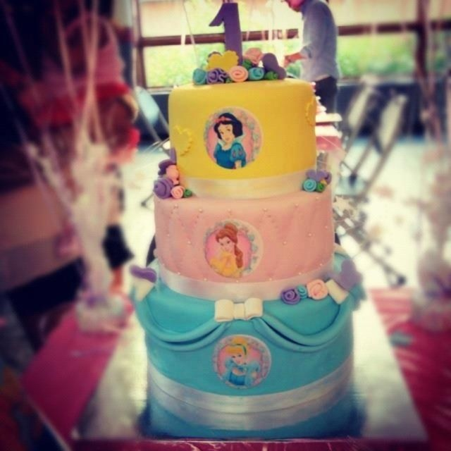 Princess 1St Birthday Cake Disney Princess 1st Birthday Cake Cakecentral