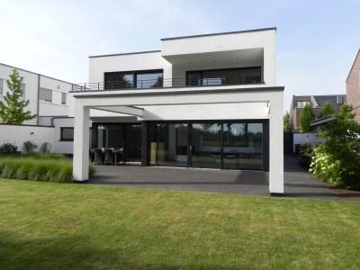 Außergewöhnliches Einfamilienhaus im Bauhaus-Stil