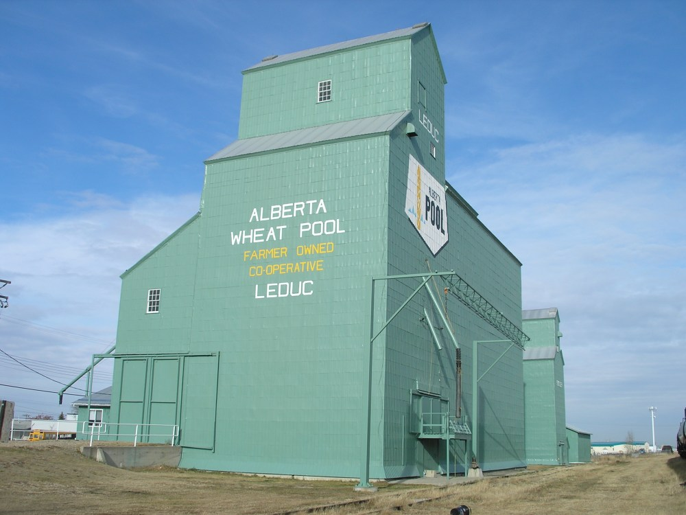 medium resolution of a photograph of the former alberta wheat pool grain elevator at leduc taken in 2007
