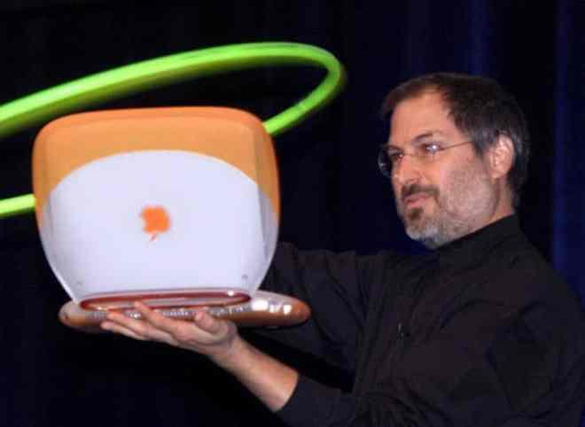 Steve Jobs en la presentación del iBook con WiFi