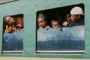 Pasajeros en el tren.jpg