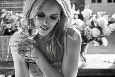 kylie minogue signature rose wine