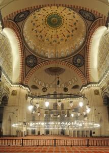 800px-20101213_Suleymaniye_Mosque_Istanbul_inside_vertical_Panorama